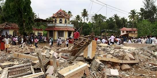 Más de 100 muertos en incendio de un templo en India