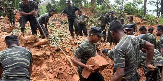 Decenas de personas habrían sido sepultadas por derrumbes en Sri Lanka