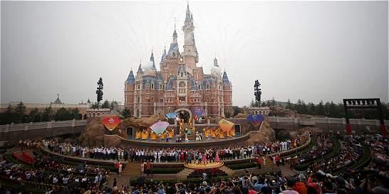 Primer parque de atracciones Disney en China se inauguró este jueves