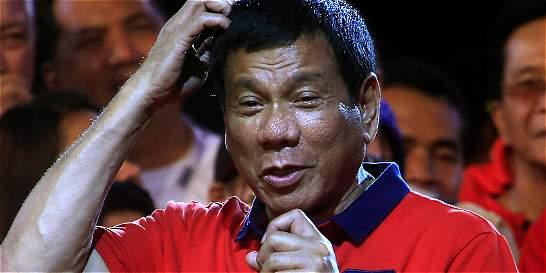 Presidente filipino amenaza con lanzar a corruptos desde helicóptero