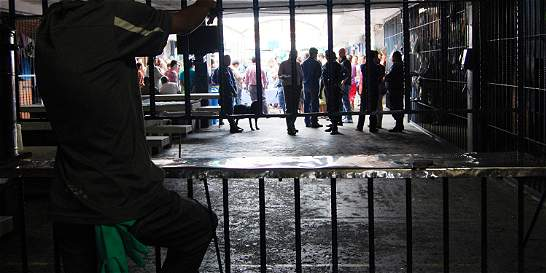 Islamistas atacan cárcel y se fugan de más de 150 presos en Filipinas