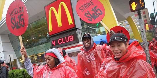 Trabajadores de cadenas de comida rápida de EE. UU. paran por salarios