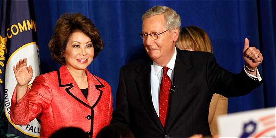 Republicanos moderados derrotan al Tea Party en estados clave