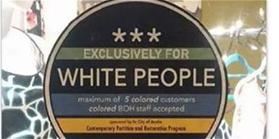 Estupor en Texas por adhesivos con leyenda 'Reservado a los blancos'