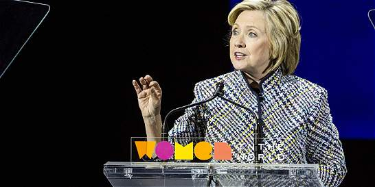 Libro cuestiona a Clinton por su posición con el TLC con Colombia