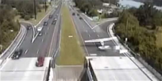 Carretera de EE. UU. sirvió de pista de aterrizaje para una avioneta