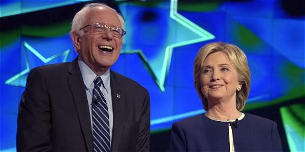 Bernie Sanders (izquierda) y Hillary Clinton.