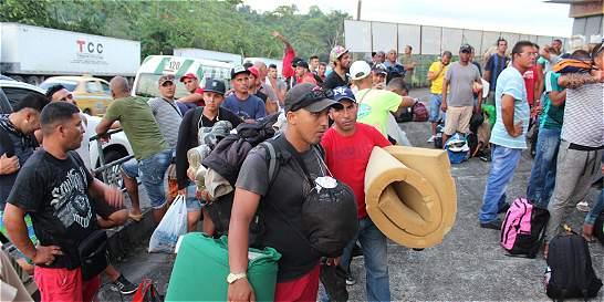 Acuerdan plan piloto para el paso a E.E. U.U. de cubanos varados
