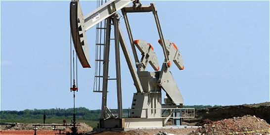 Petróleo cierra en Nueva York con el precio más bajo en 12 años