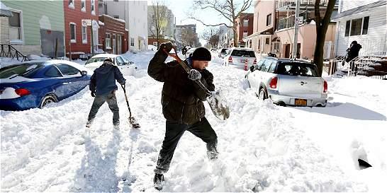 Nueva York levanta prohibición de viajes tras tormenta de nieve