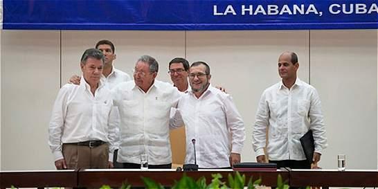 Republicanos amigos de Uribe se montan en bus de la paz