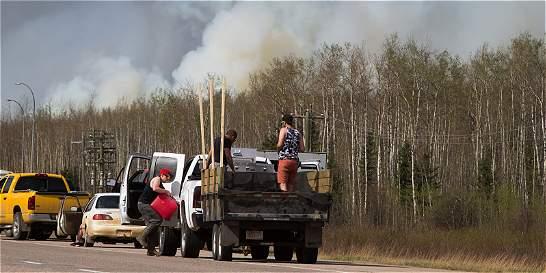 Aumenta área quemada por incendio en Canadá