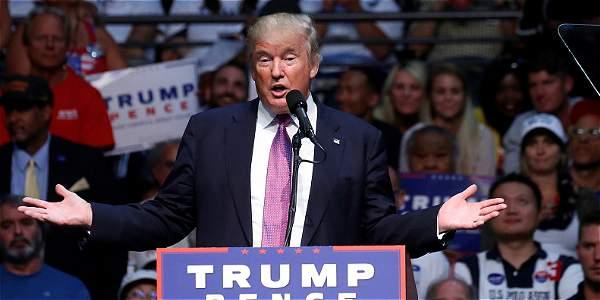 Hillary Clinton ataca a Trump por su doble discurso ante México