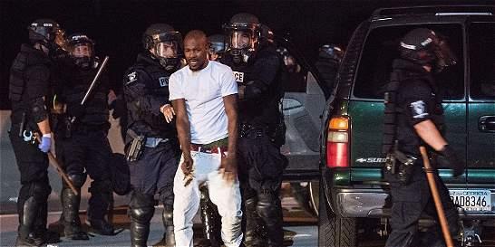 Autoridades piden calma tras fuertes disturbios en Charlotte, EE. UU.