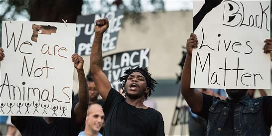 Estado de emergencia en Charlotte tras protestas por crimen racial
