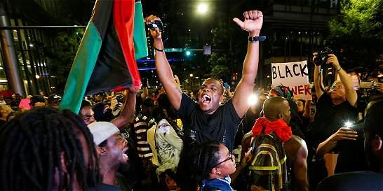 Ante nuevas protestas decretan toque de queda en Charlotte
