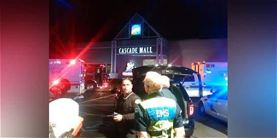 Van cinco muertos por tiroteo en centro comercial de Washington