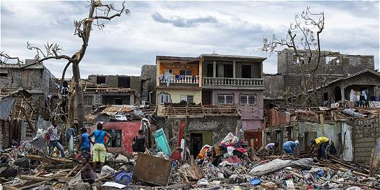 Huracán Matthew golpea Florida tras dejar cientos de muertos en Haití