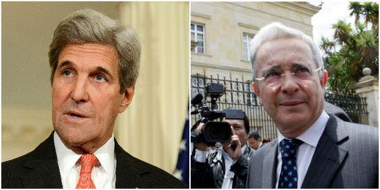 Kerry habla con Uribe y elogia su compromiso con la paz