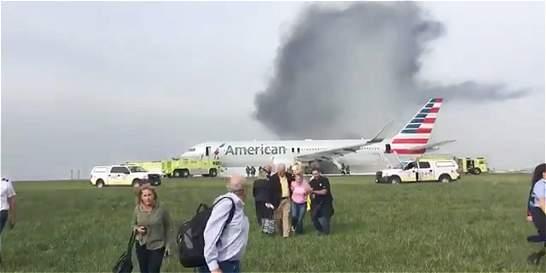 Avión se incendia en el aeropuerto de Chicago (EE. UU.)