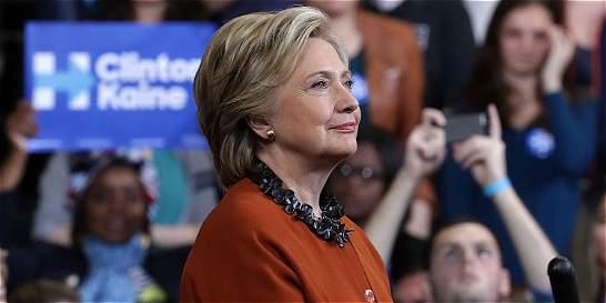 CNN despide a comentarista por filtrar preguntas de debate a Clinton