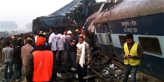 Descarrilamiento de tren en la India deja 119 muertos y 150 heridos