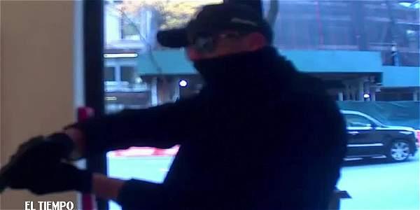 Cámaras de seguridad registran robo a lujosa tienda de relojes en Manhattan
