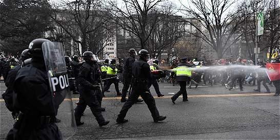Violentos choques ensombrecieron la posesión de Donald Trump