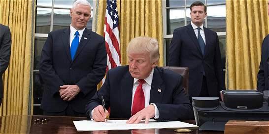 Con un decreto contra el 'Obamacare', Trump inicia cambios en EE. UU.