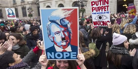 En la calle, miles de mujeres desafían a Donald Trump