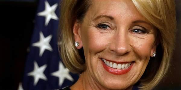 Confirman a secretaria de Educación de EU pese a rechazo demócrata