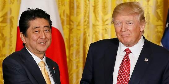 Trump hace giro y acoge la política de 'una sola China'