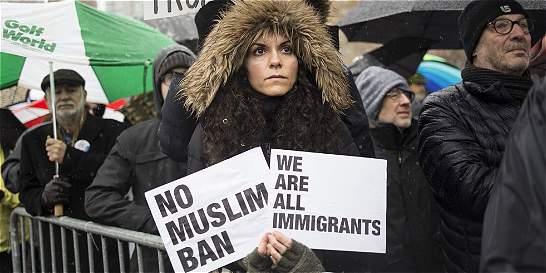 Gobierno de Trump eleva exigencias para asilo y agiliza deportaciones