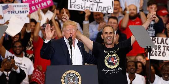 Trump vuelve al modo campaña, tras primer mes en la Casa Blanca