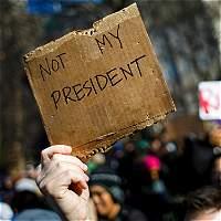 '¡No es mi presidente'!, gritan miles en Nueva York contra Trump