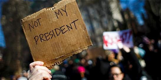 '¡No es mi presidente!', gritan miles en Nueva York contra Trump