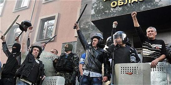 Prorrusos intensifican presión en el sureste de Ucrania
