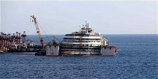 Vuelven a poner a flote al crucero Costa Concordia