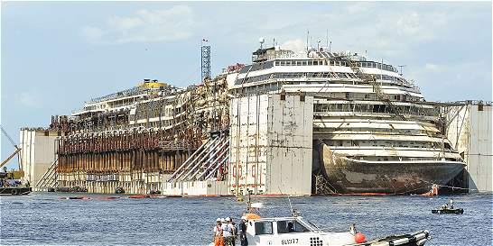 El Costa Concordia está listo para partir hacia Génova a su desguace