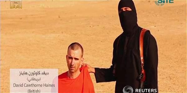 Fragmento del video en el que se muestra al británico David Haines en manos del Estado Islámico.