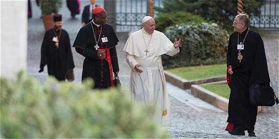 Documento del Vaticano desafía a Iglesia a cambiar actitud hacia gais