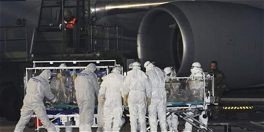 Llega a Roma el médico italiano contagiado de ébola en Sierra Leona