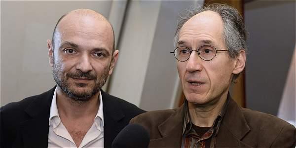 Editor  jefe del semanario 'Charlie Hebdo', Gerard Briard, habla con la prensa junto al abogado de la revista, Richard Malka, en la sede del diario francés 'Liberation'.