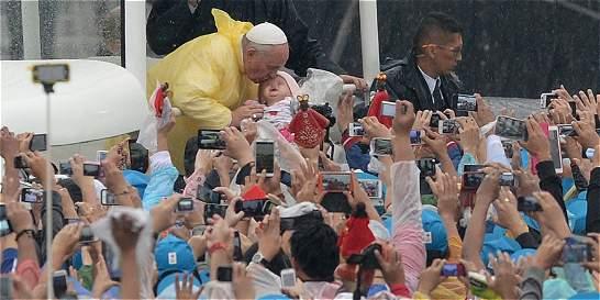 Papa Francisco clama por los niños ante unos 7 millones de filipinos