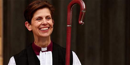 Inglaterra le dio la bienvenida a la primera mujer obispa