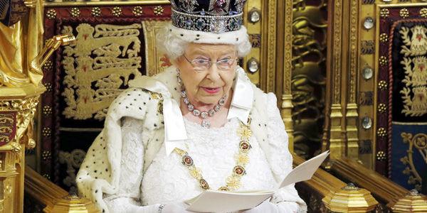 El tradicional discurso de la reina Isabel en el Parlamento sirvió para hacer oficial la presentación de una ley que permita realizar un referendo de pertenencia a la UE. Reuters