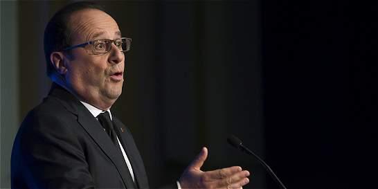 Obama dice a Hollande que acabará práctica de espionaje 'inaceptable'