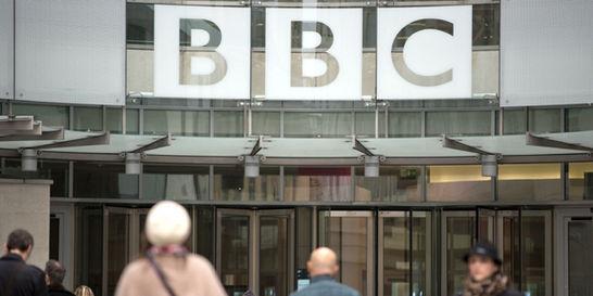 David Cameron y la BBC, cada vez más distantes