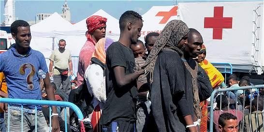 Hallan más de 40 inmigrantes muertos en un barco en el Mediterráneo