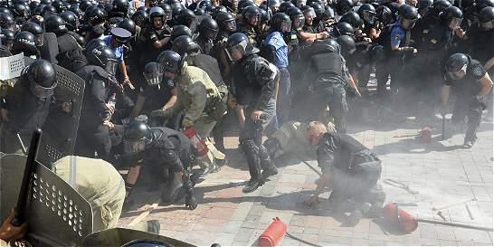 Así fue la trágica jornada en Kiev tras adoptar reforma constitucional
